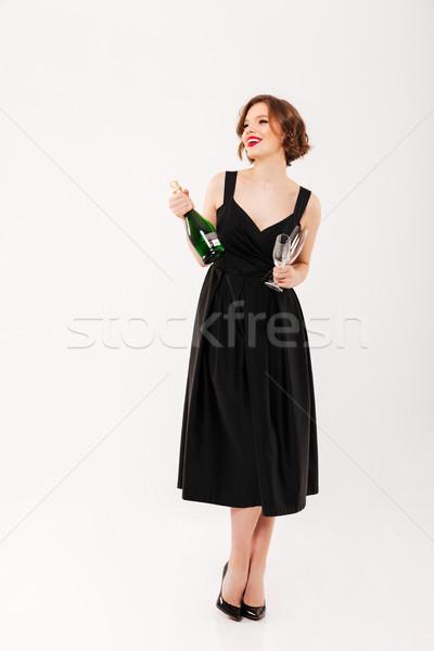 Teljes alakos portré elragadtatott lány fekete ruha tart Stock fotó © deandrobot