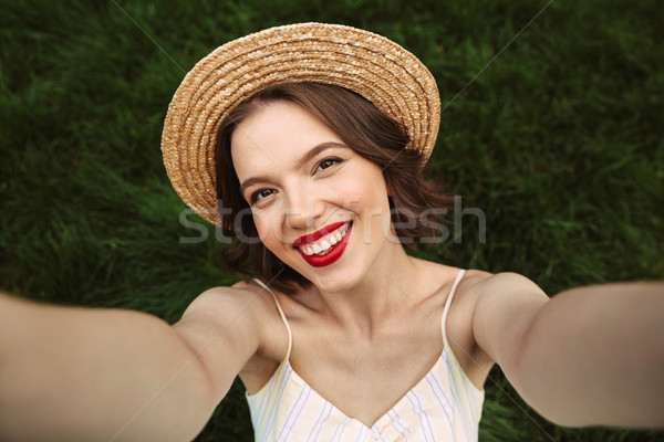 Blijde vrouw jurk strohoed boven Stockfoto © deandrobot