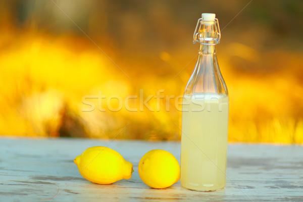 лимонад таблице пить бутылку Постоянный улице Сток-фото © deandrobot