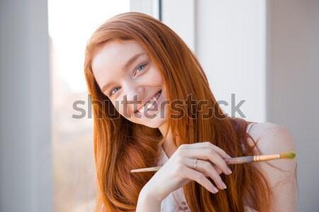 Vrolijk gelukkig aantrekkelijk jonge vrouw schilder borstel Stockfoto © deandrobot