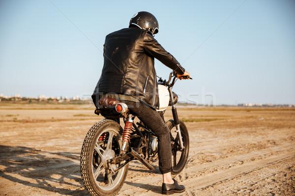 Hátulnézet fiatal brutális férfi vezetés motorkerékpár Stock fotó © deandrobot