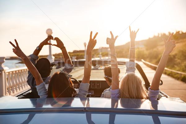 Felice amici cabriolet mani alzate guida tramonto Foto d'archivio © deandrobot