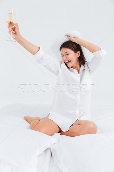 Risonho morena mulher compromisso festa potável Foto stock © deandrobot