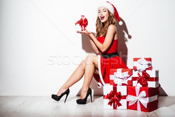 Foto stock: Mulher · traje · apresentar · caixas · sessão