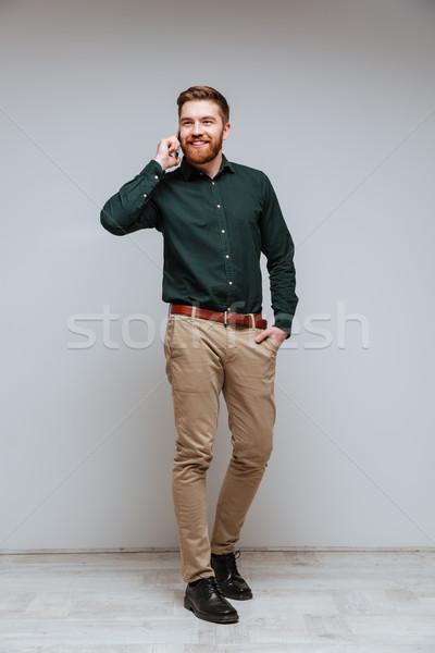 Vertical imagem barbudo homem camisas falante Foto stock © deandrobot