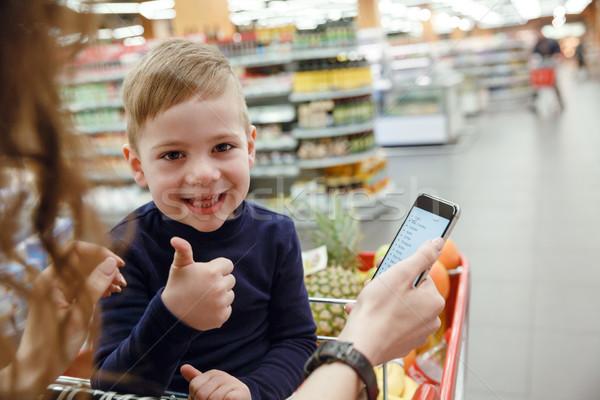 Feliz criança polegar para cima shopping Foto stock © deandrobot