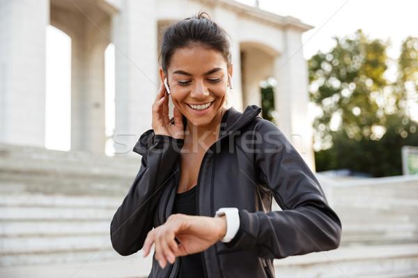 Portret dość kobieta fitness smart oglądać Zdjęcia stock © deandrobot