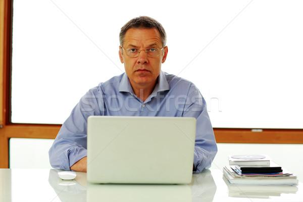 Portré középkorú férfi ül asztal laptop számítógép számítógép Stock fotó © deandrobot