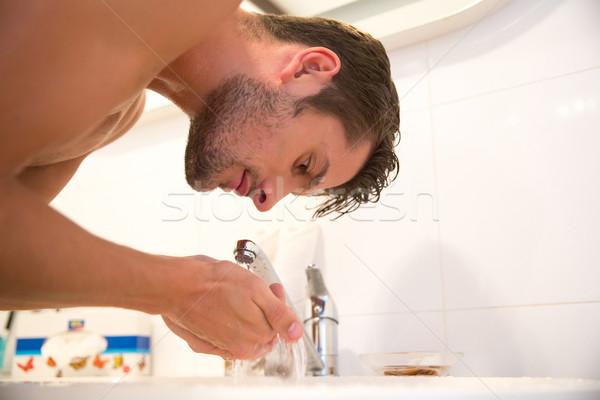 Man badkamer portret water gezicht haren Stockfoto © deandrobot