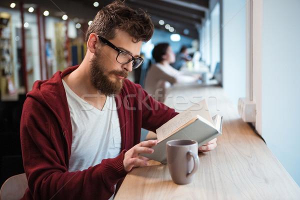 Intelligente ragazzo occhiali lettura libro seduta Foto d'archivio © deandrobot