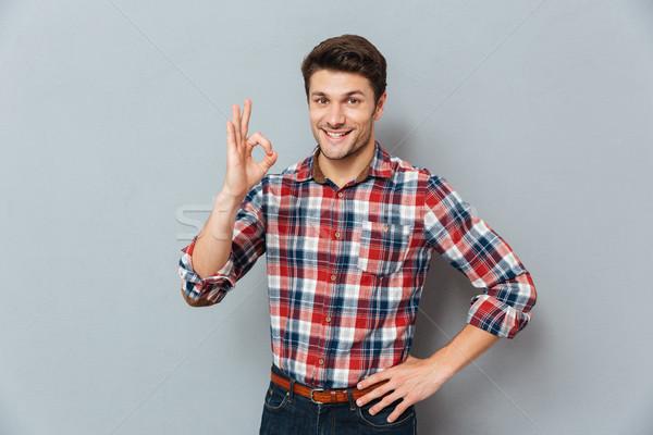 Stockfoto: Portret · gelukkig · man · tonen · okay · gebaar