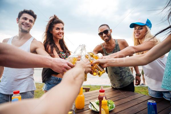 Grupo jóvenes alegre amigos picnic Foto stock © deandrobot