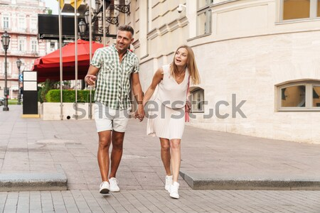 Heureux couple permanent porche maison Photo stock © deandrobot