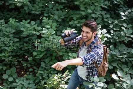 Portret mężczyzna turysta lasu człowiek shirt Zdjęcia stock © deandrobot