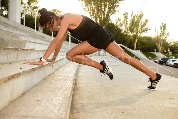 Portret geconcentreerde fitness vrouw sport trap Stockfoto © deandrobot