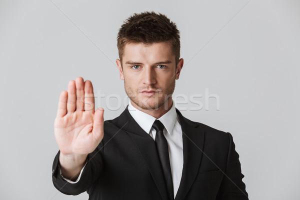 Portret ernstig jonge zakenman pak tonen Stockfoto © deandrobot