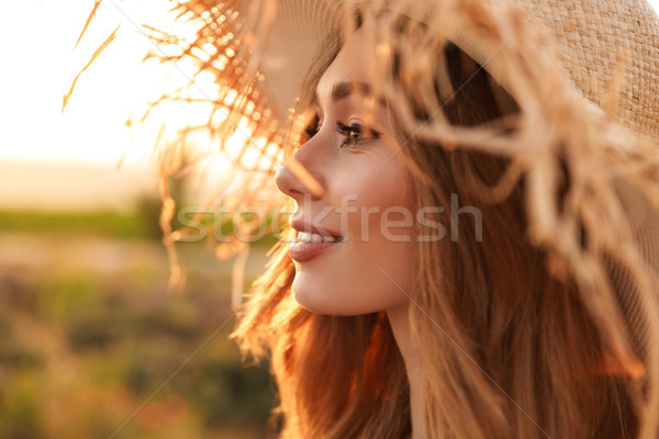 ストックフォト: 笑みを浮かべて · 若い女の子 · 麦わら帽子 · 立って · 春