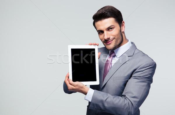 Zakenman tonen scherm gelukkig grijs Stockfoto © deandrobot