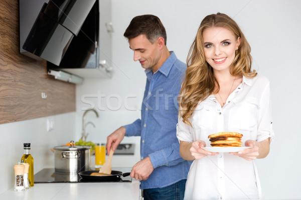 Belle couple déjeuner cuisine Photo stock © deandrobot