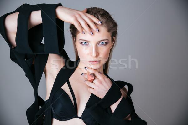 Mujer hermosa moda tela posando gris pelo Foto stock © deandrobot