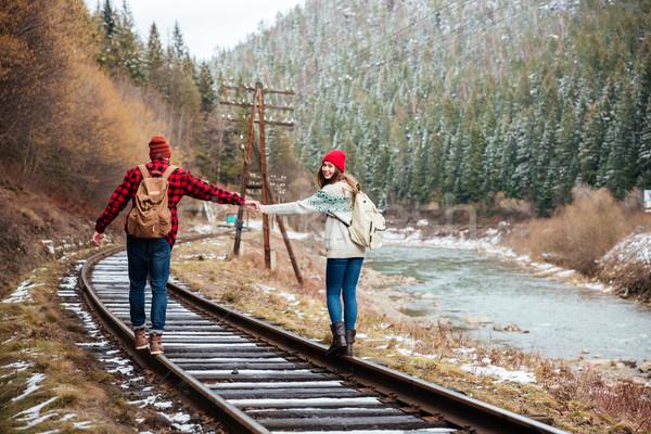 Couple marche vieux chemin de fer montagnes Photo stock © deandrobot