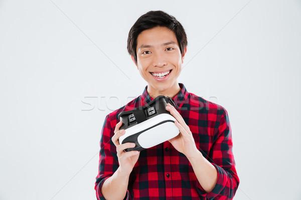 Jeune homme réalité appareil photo Photo stock © deandrobot