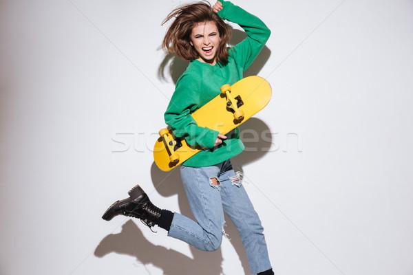 Gritando patinador mujer skateboard saltar Foto Foto stock © deandrobot