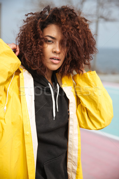 Konsantre Afrika genç kadın sarı Stok fotoğraf © deandrobot