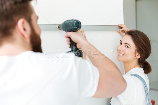 Donna sorridente uomo trapano riparazione Foto d'archivio © deandrobot