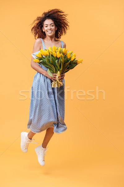 Portret afrikaanse vrouw springen boeket glimlachend Stockfoto © deandrobot