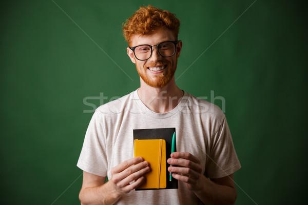 Portret uśmiechnięty brodaty nerd notebooka Zdjęcia stock © deandrobot