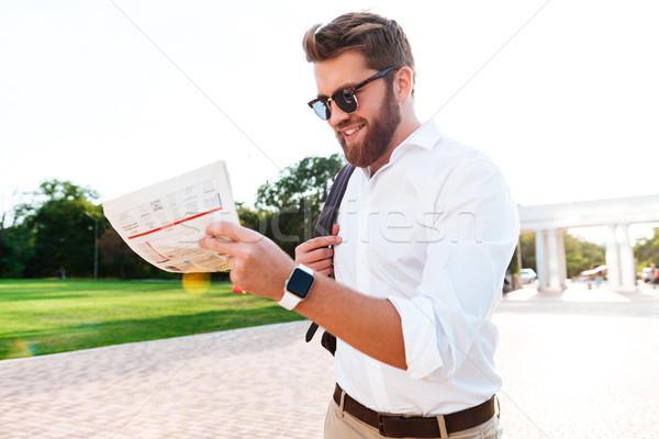 Sorridente barbudo homem óculos de sol negócio roupa Foto stock © deandrobot