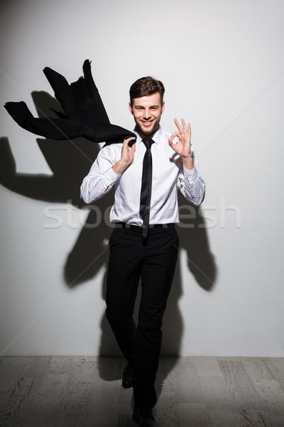 Fotografia młodych uśmiechnięty człowiek formalny Zdjęcia stock © deandrobot