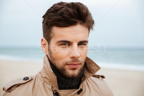 Ritratto bell'uomo giacca guardando fotocamera Foto d'archivio © deandrobot