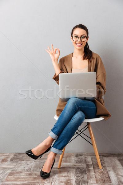 Tam uzunlukta portre gündelik işkadını dizüstü bilgisayar Stok fotoğraf © deandrobot