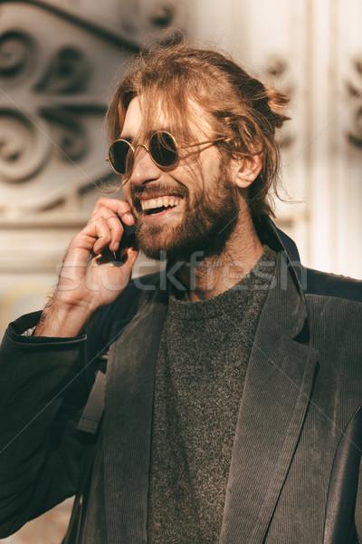 Portret gelukkig bebaarde man zonnebril jas Stockfoto © deandrobot