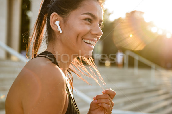 肖像 笑みを浮かべて フィットネス女性 イヤホン ストックフォト © deandrobot