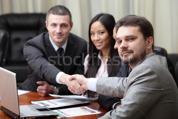 Többnemzetiségű üzleti csapat megbeszélés fókusz kaukázusi férfi Stock fotó © deandrobot