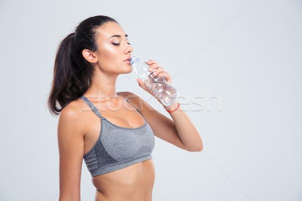 Hermosa deportes mujer agua potable retrato aislado Foto stock © deandrobot