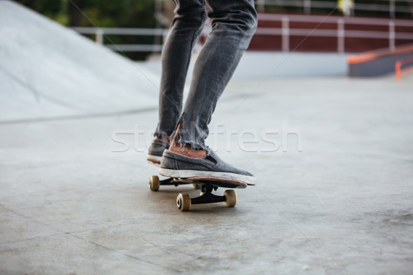 Image africaine Homme adolescent équitation skateboard Photo stock © deandrobot