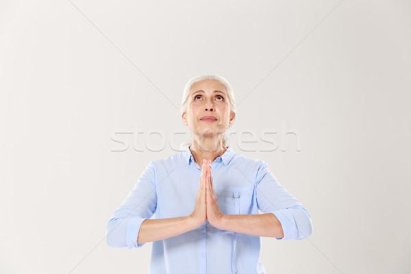 Mooie oude vrouw bidden vrede naar geïsoleerd Stockfoto © deandrobot