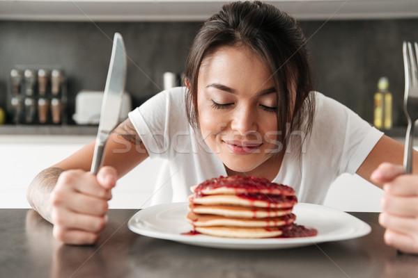 éhes fiatal nő ül konyha otthon kép Stock fotó © deandrobot