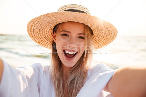 Fotó derűs fiatal nő 20-as évek nyár szalmakalap Stock fotó © deandrobot