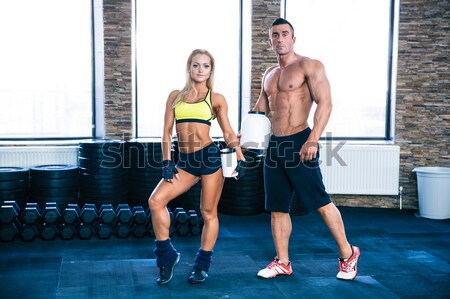 Kobieta treningu sztanga trenerem siłowni uśmiech Zdjęcia stock © deandrobot