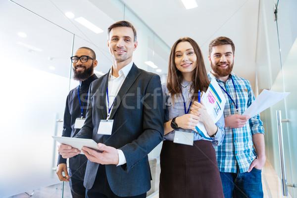 Groupe gens d'affaires chef d'équipe permanent bureau affaires Photo stock © deandrobot