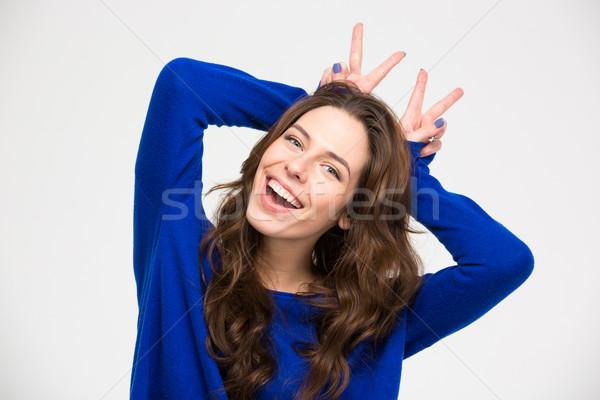 Mosolygó nő szórakozás készít agancs kezek mosolyog Stock fotó © deandrobot