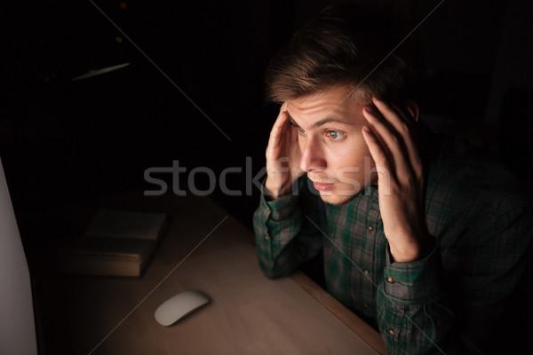 Homem trabalhando computador dor de cabeça noite Foto stock © deandrobot