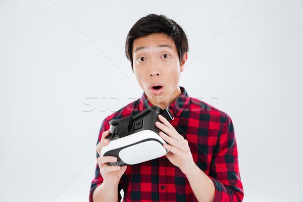 Homem virtual realidade dispositivo Foto stock © deandrobot