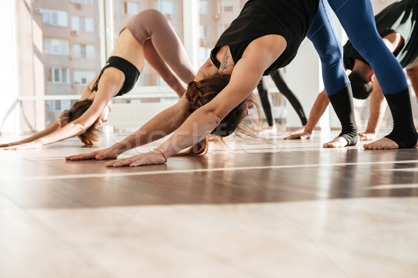 Groupe de gens permanent yoga pieds nus studio fille Photo stock © deandrobot