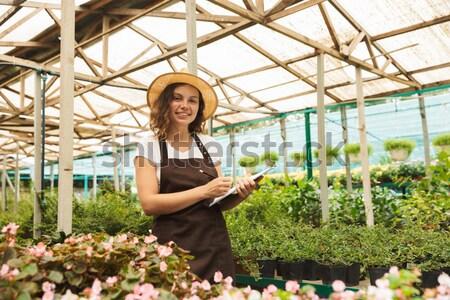 Foto stock: Mujer · mirando · flores · jóvenes · mujer · bonita · rojo